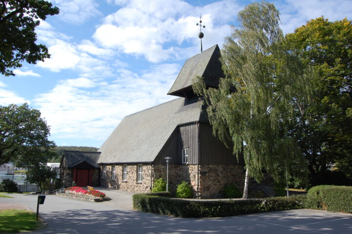 Surte kyrka byggd sten för sten av ideella krafter